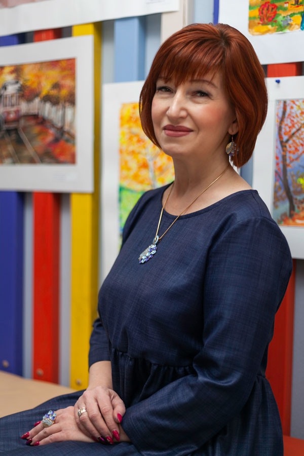 Гринь Люлмила Геннадьевна - Учитель по художественному творчеству